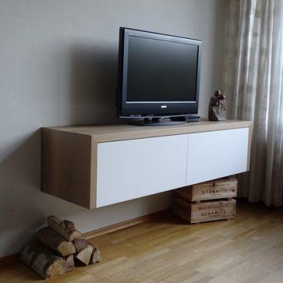 Paul Meubelen, voor al uw ontwerpen en realisatie, zoals deze eiken tafel met bank. Maatwerk voor uw interieur.